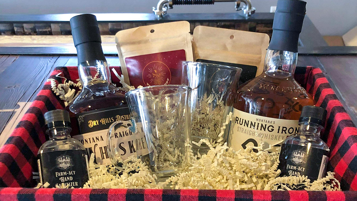 Holiday Gift Sets From Dry Hills Distillery